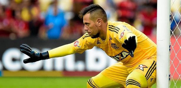 A situação entre o goleiro Diego Alves e o técnico Dorival Júnior ganhou um  novo capítulo nesta semana. Os dois tiveram uma áspera discussão na última  ... 22f31f8571659